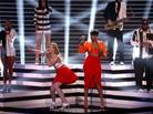 "Iggy Azalea & Jennifer Hudson Perform ""Trouble"" On American Idol"