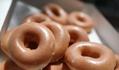 "Krispy Kreme Worker Serves Cop Donuts Labeled ""Black Lives Matter"""