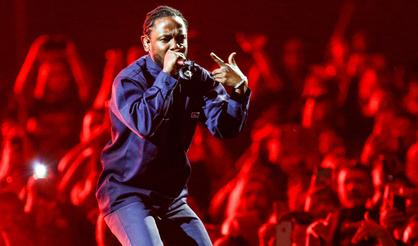"Kendrick Lamar's ""DAMN."" Projected To Top Billboard 200 For Third Week"
