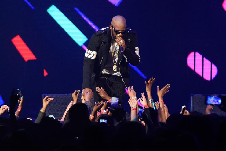 R. Kelly cancels next week's show in New Orleans
