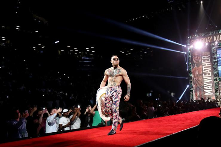 Conor McGregor Says Floyd Mayweather Jr. Won't Last Two Rounds Against Him